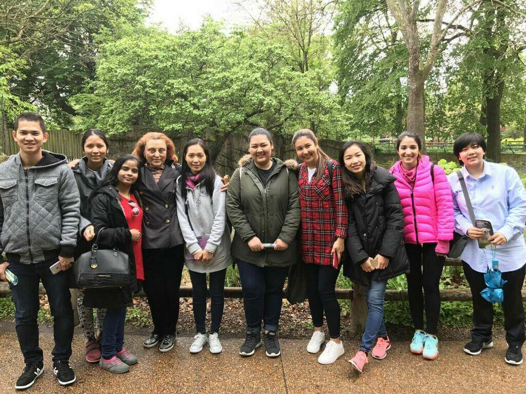 Students at zoo